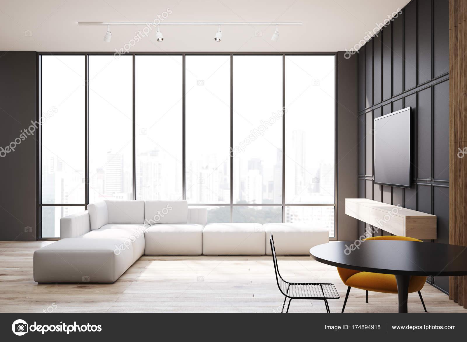 Salon gris et bois téléviseur et canapé — Photographie ...