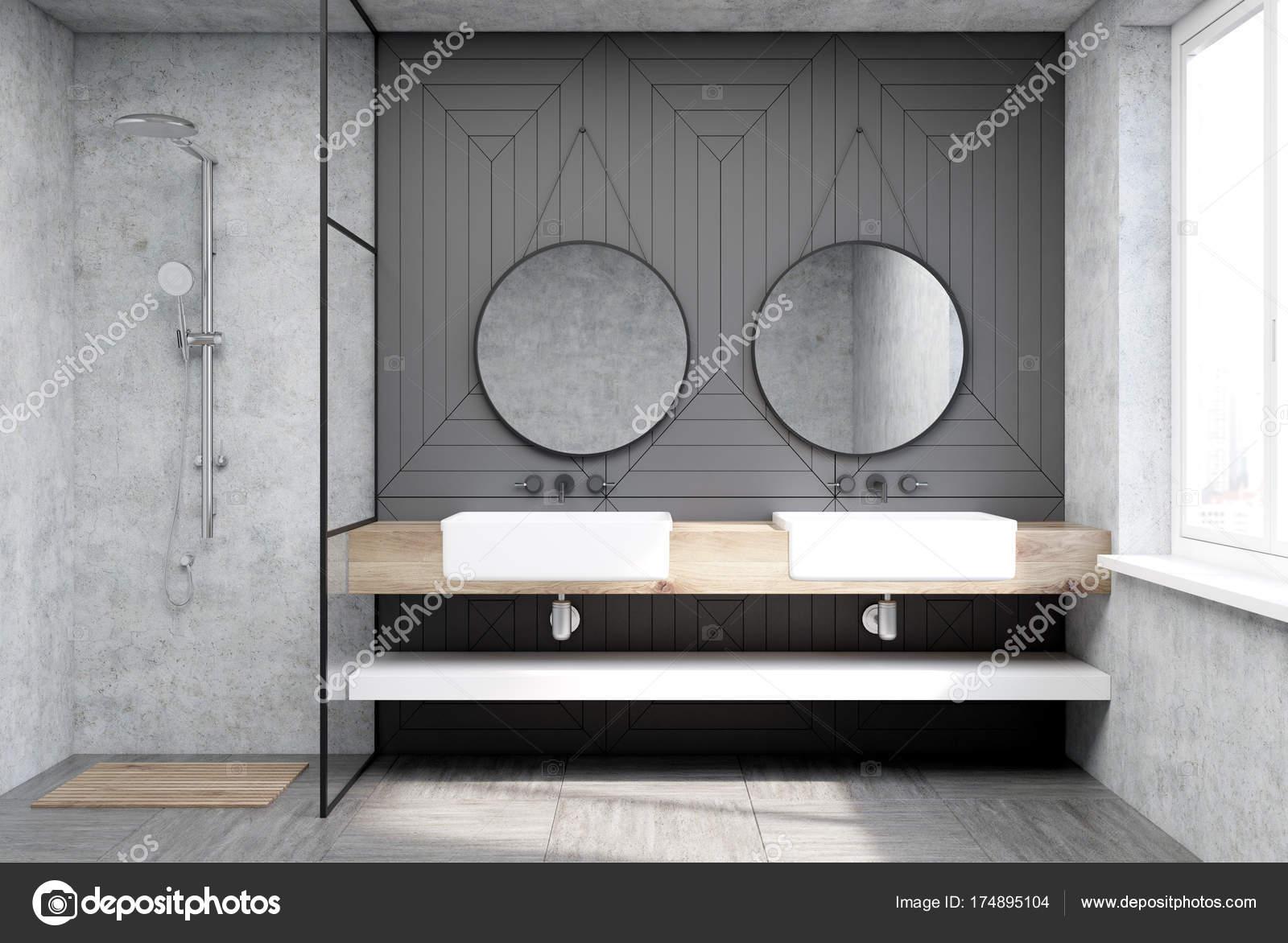 Espejos Redondos Lavabo.Bano Gris Con Una Regadera Y Un Lavabo Foto De Stock