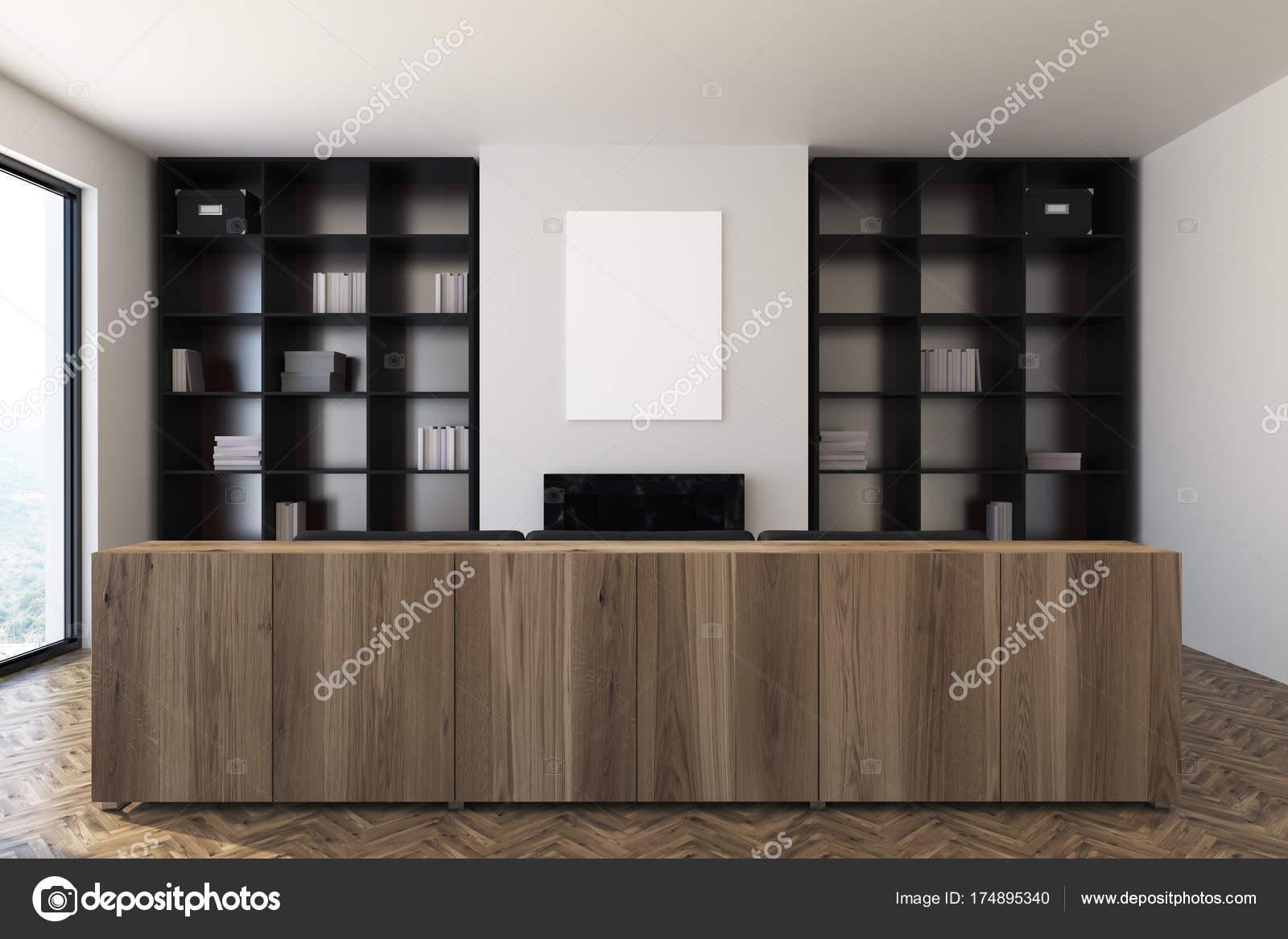 Weiße Wohnzimmer, Kamin Und Bücherregale, Sofa U2014 Stockfoto