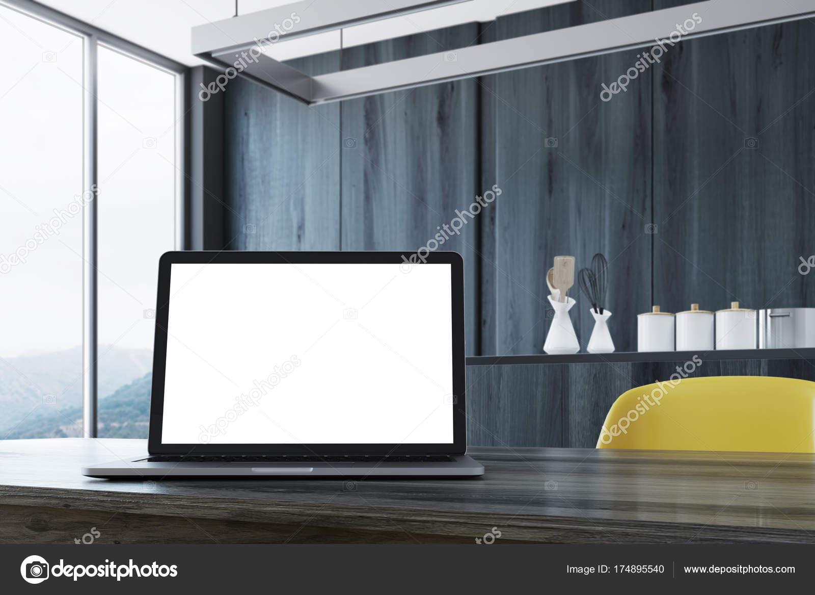 Bureau en bois noir écran d ordinateur portable u photographie