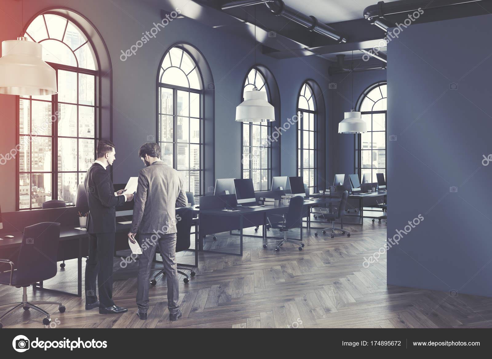 Ufficio Moderno Portici : Lato interno di ufficio spazio aperto dai toni di grigio u foto