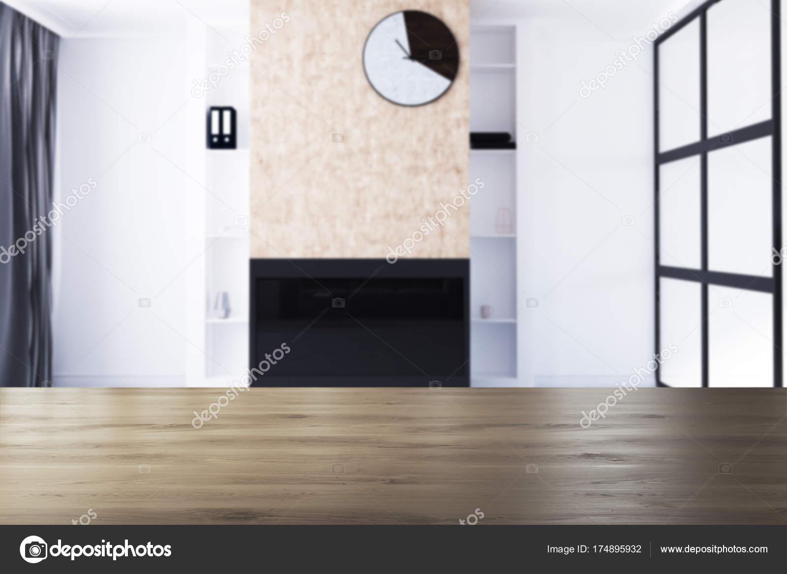 Wit woonkamer met open haard en klok vervagen — Stockfoto ...
