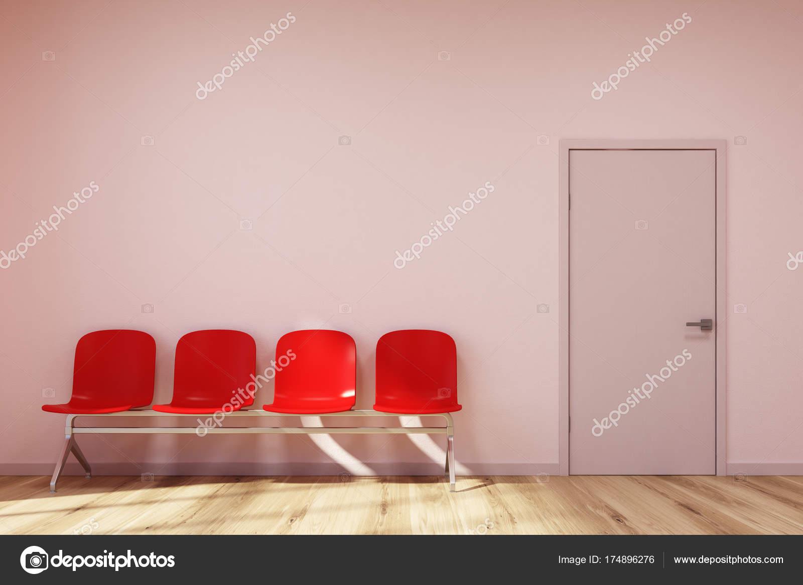 Sedie sala attesa rosa rosso u foto stock denisismagilov