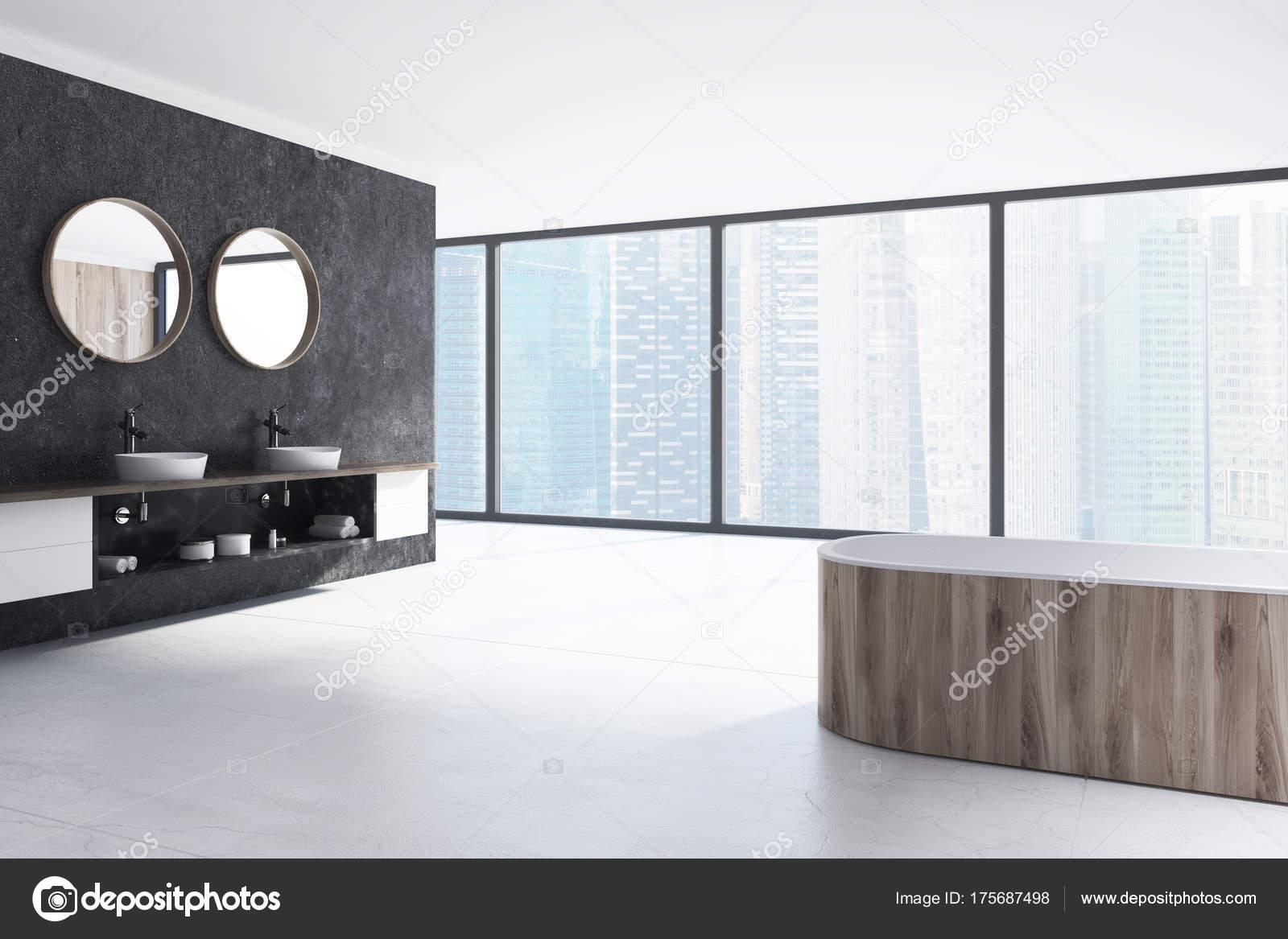 Zwart-wit badkamer, houten badkuip, wastafel — Stockfoto ...