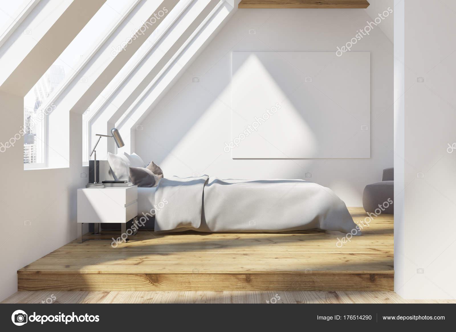 Camera da letto mansardata bianco, pavimento in legno, poster — Foto ...