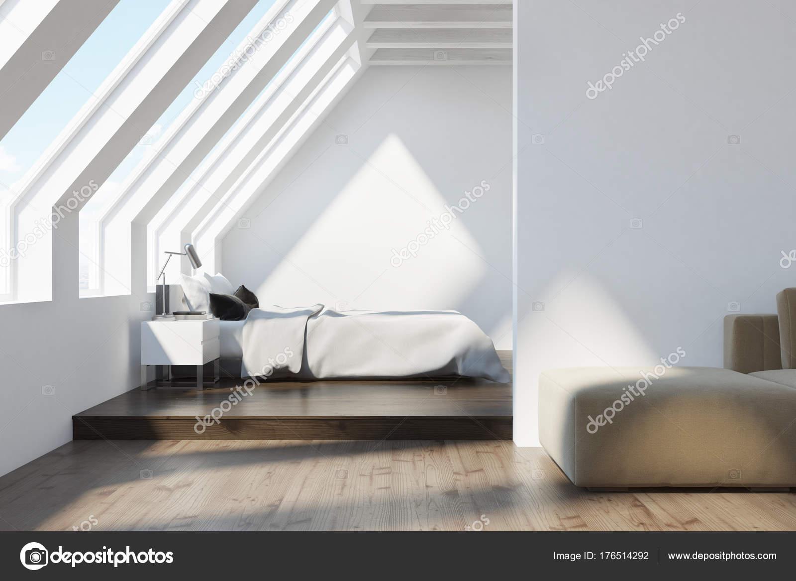 Camera Da Letto In Legno Bianco : Soffitto della camera da letto bianco di bianco soffitta u foto