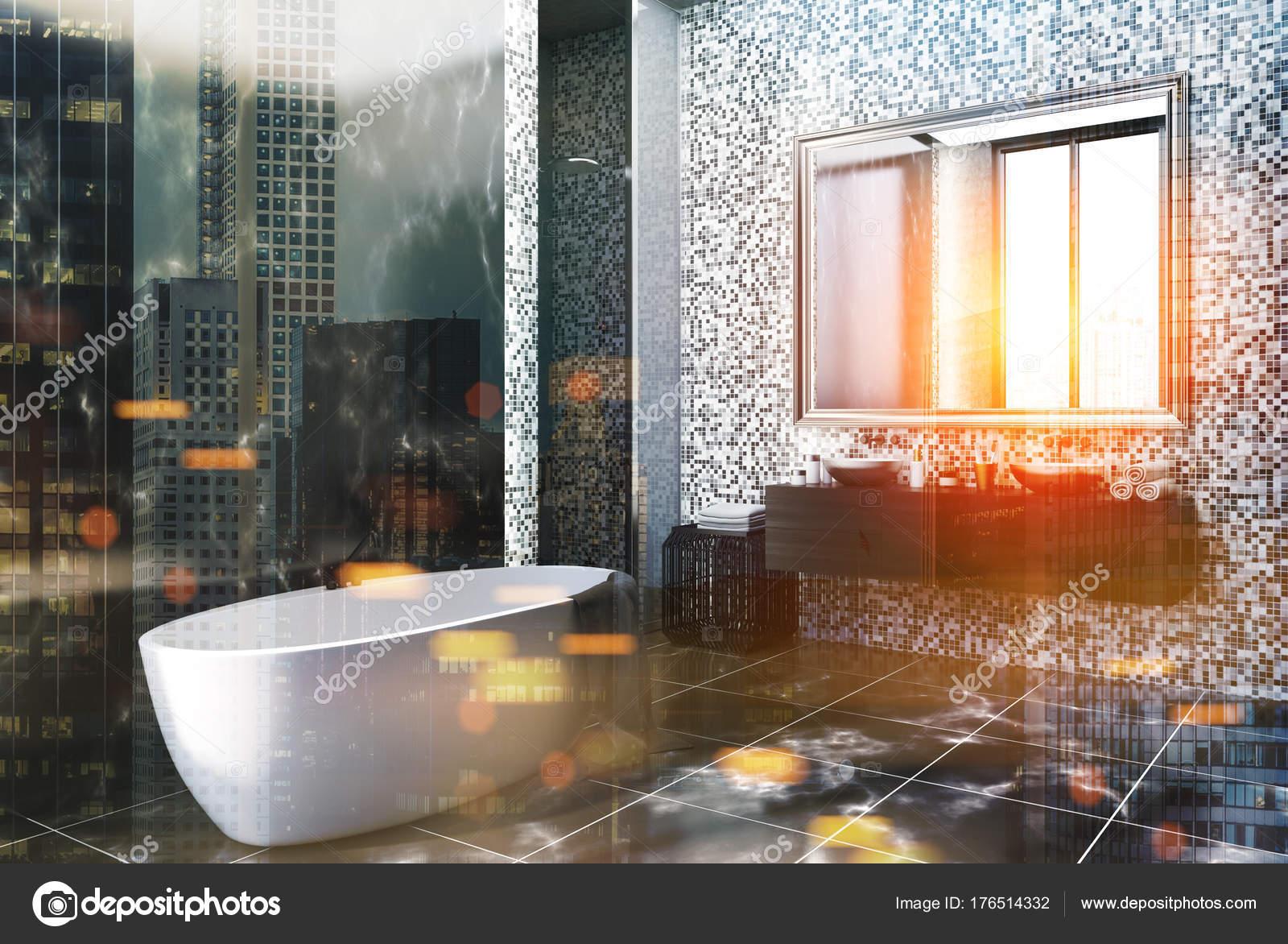Angolo nero di bagno di marmo e piastrelle tonica u foto stock