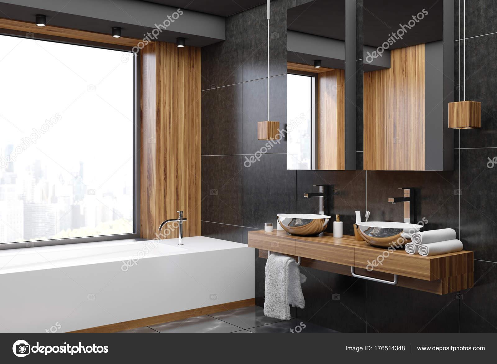 Coin salle de bain noir et en bois — Photographie ...