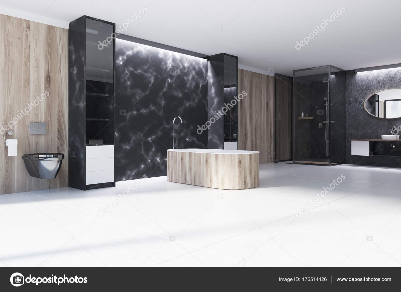 Angolo di bagno in marmo nero vasca di legno u foto stock
