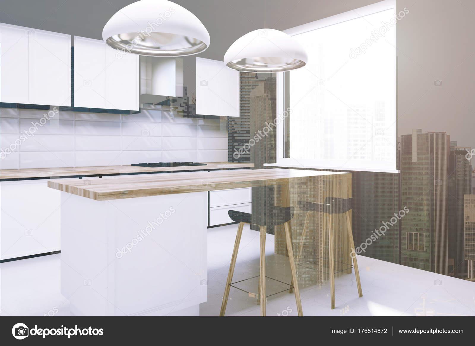 Cucina di piastrelle bianche con un bar, lato tonica — Foto Stock ...