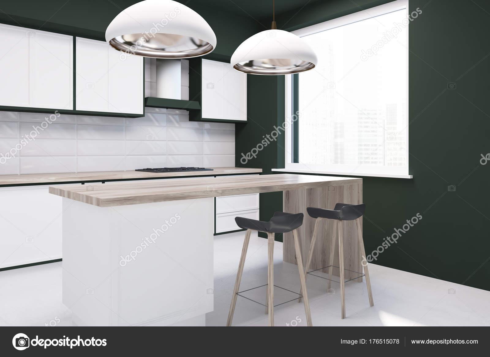 Weiße Fliesen und eine schwarze Küchenbar — Stockfoto ...