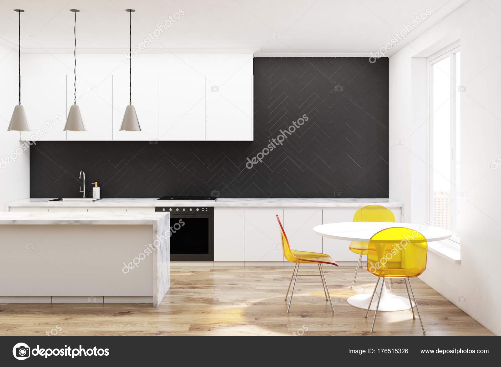 Cadeiras De Cozinha De Madeira Preto Amarelo Stock Photo