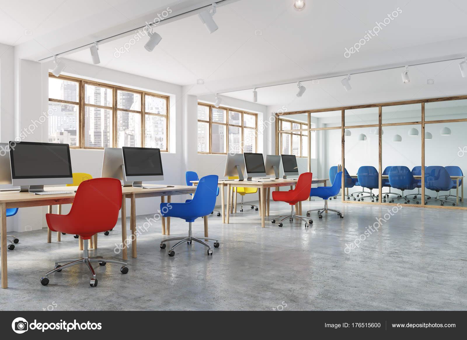 Sedie Ufficio Blu : Angolo ufficio sedie blu e rosso u foto stock denisismagilov