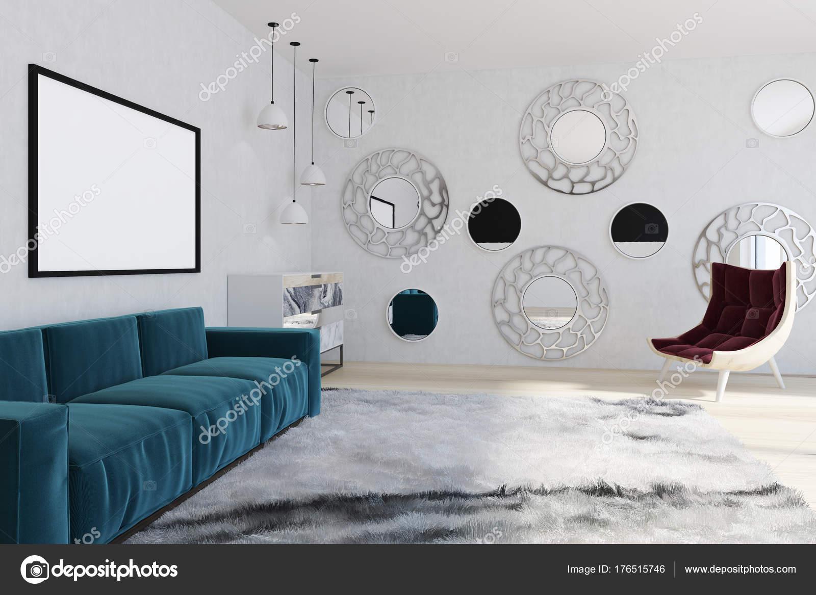 Spiegel woonkamer, blauwe Bank, leunstoel — Stockfoto ...