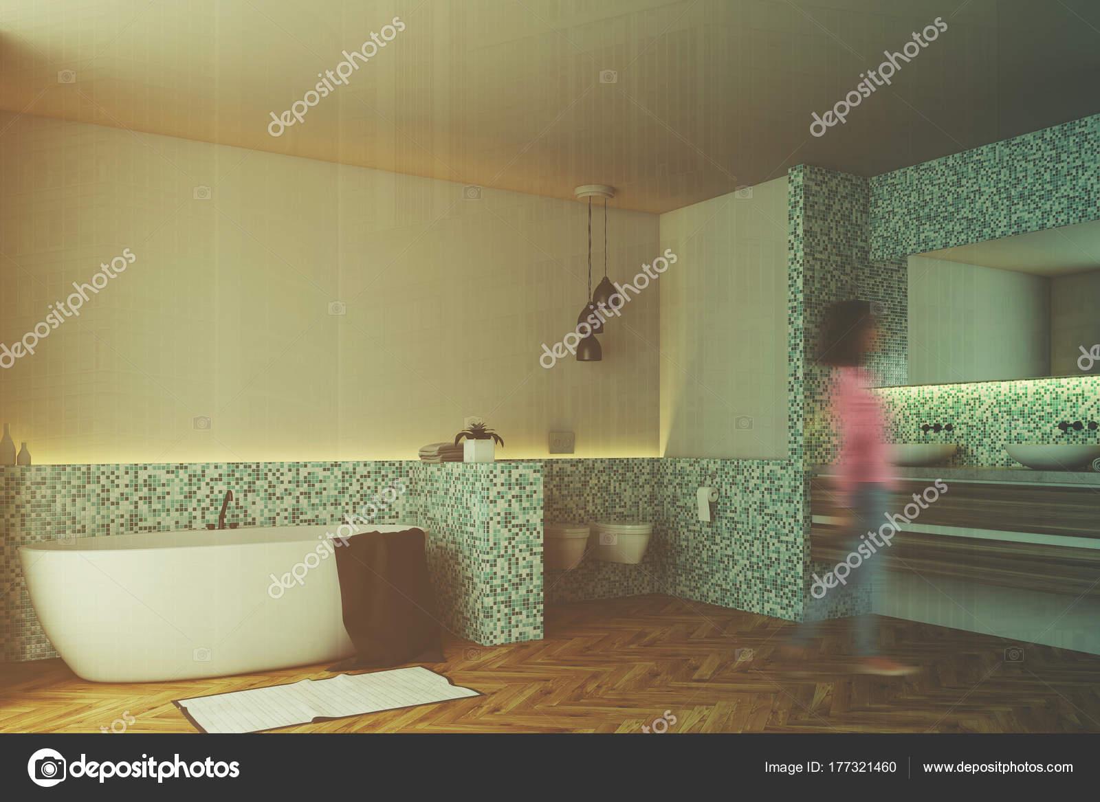 Mattonelle Bagno Verde Acqua : Verde delle mattonelle bagno e wc angolo di sfocatura u foto