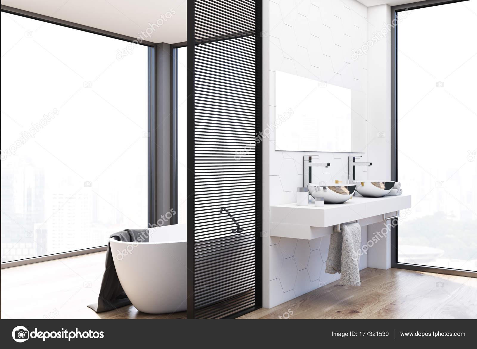 Piastrelle Esagonali Bianche : Idromassaggio doppio lavabo e bagno rivestito di piastrelle