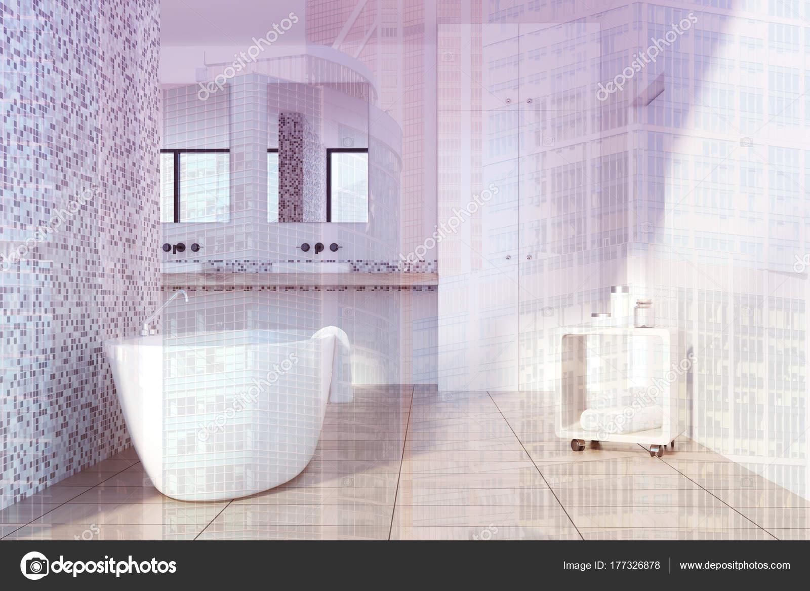 Vasca da bagno bianco grigio piastrella tonico u foto stock