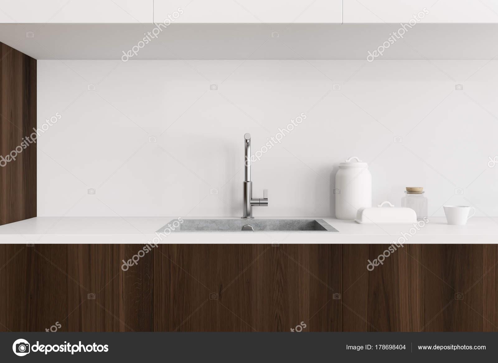 Weiß und hölzernen Küchenspüle — Stockfoto © denisismagilov #178698404