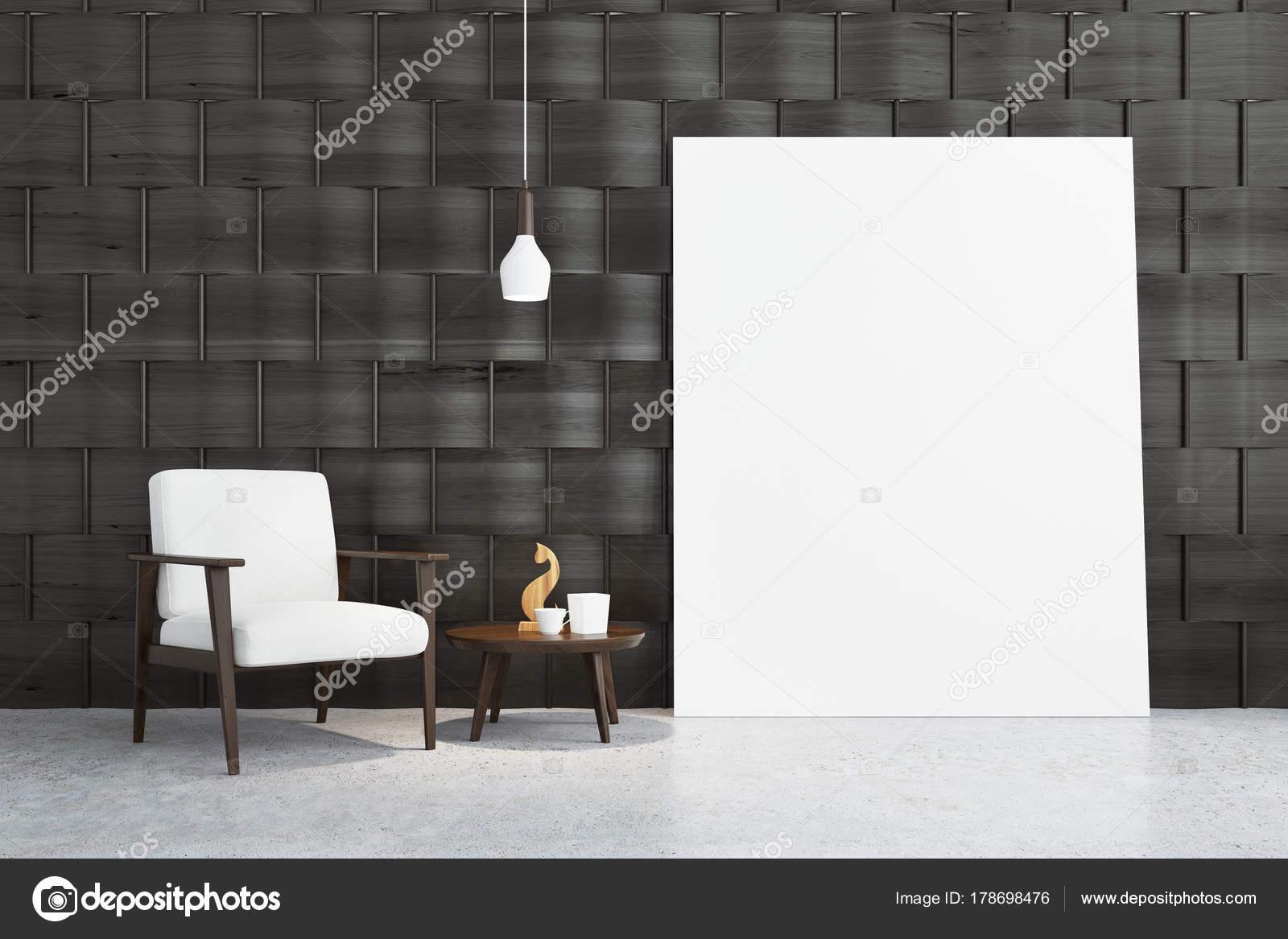 637e6aa1f8e Άδειο δωμάτιο γκρι εσωτερικό με ένα λευκό πολυθρόνα στέκεται σε ένα  τσιμεντένιο πάτωμα κοντά στο τραπεζάκι με ένα ειδώλιο ξύλινη γάτα. Μια αφίσα .