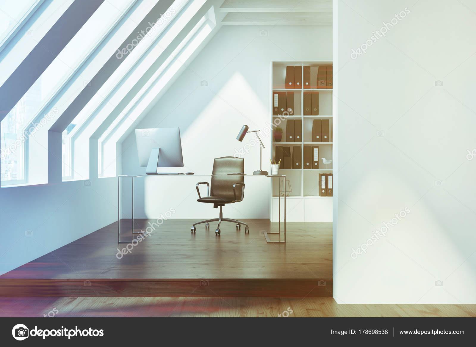 Intérieur de bureau grenier blanc foncé aux tons u photographie