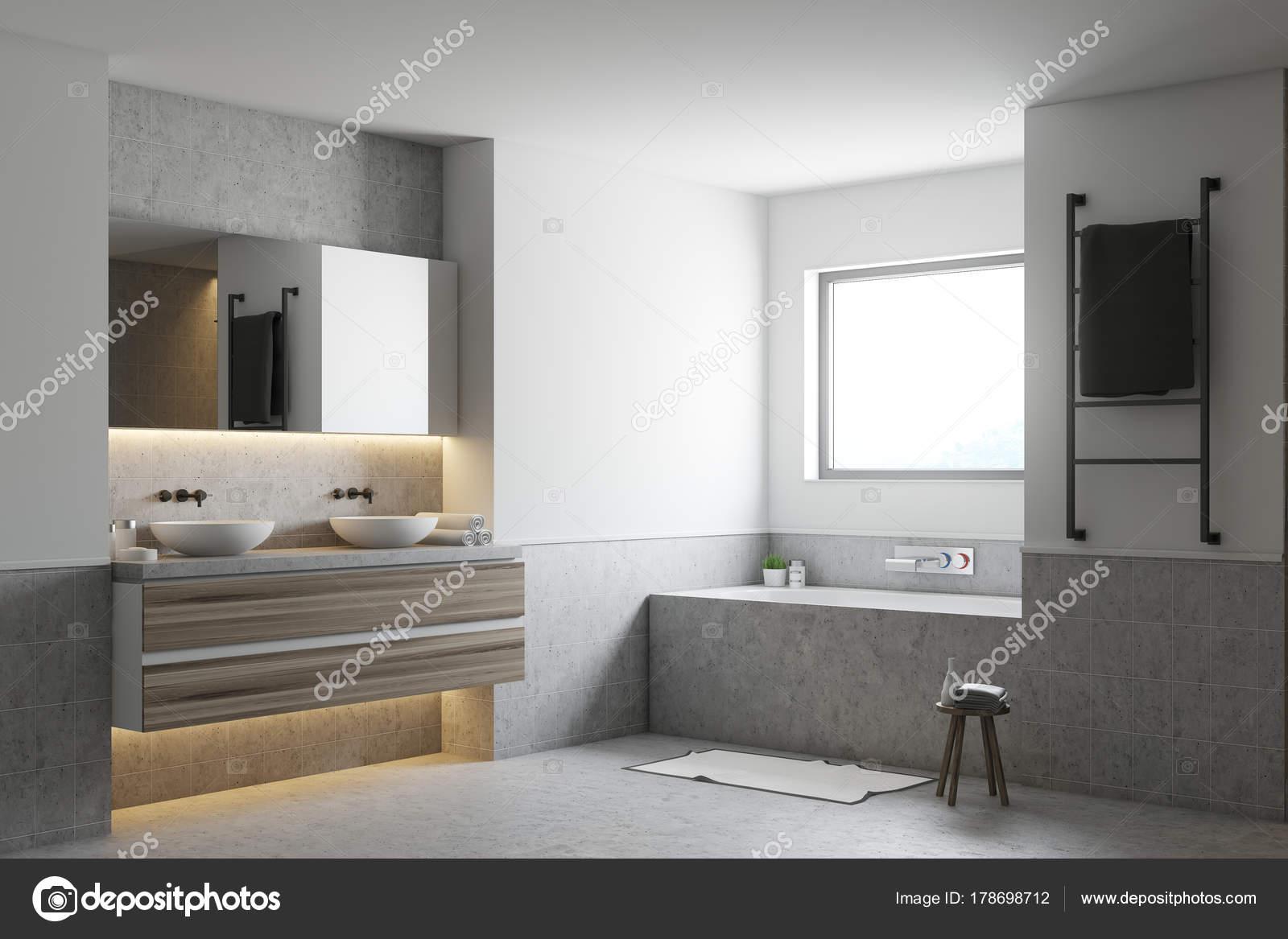 Witte badkamer hoek, grijze badkuip en wastafels — Stockfoto ...
