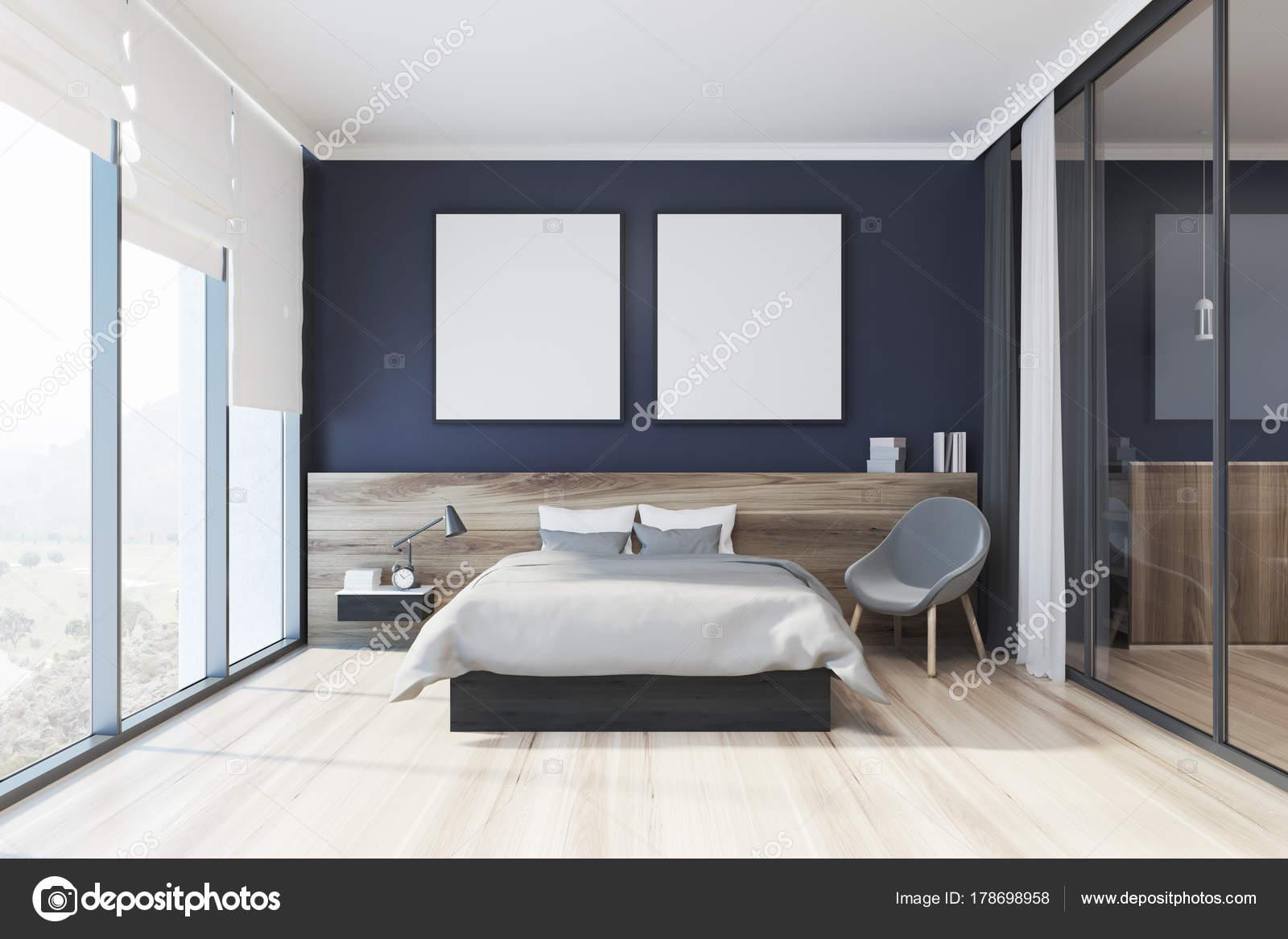 Blauwe slaapkamer interieur, sofa en twee posters — Stockfoto ...