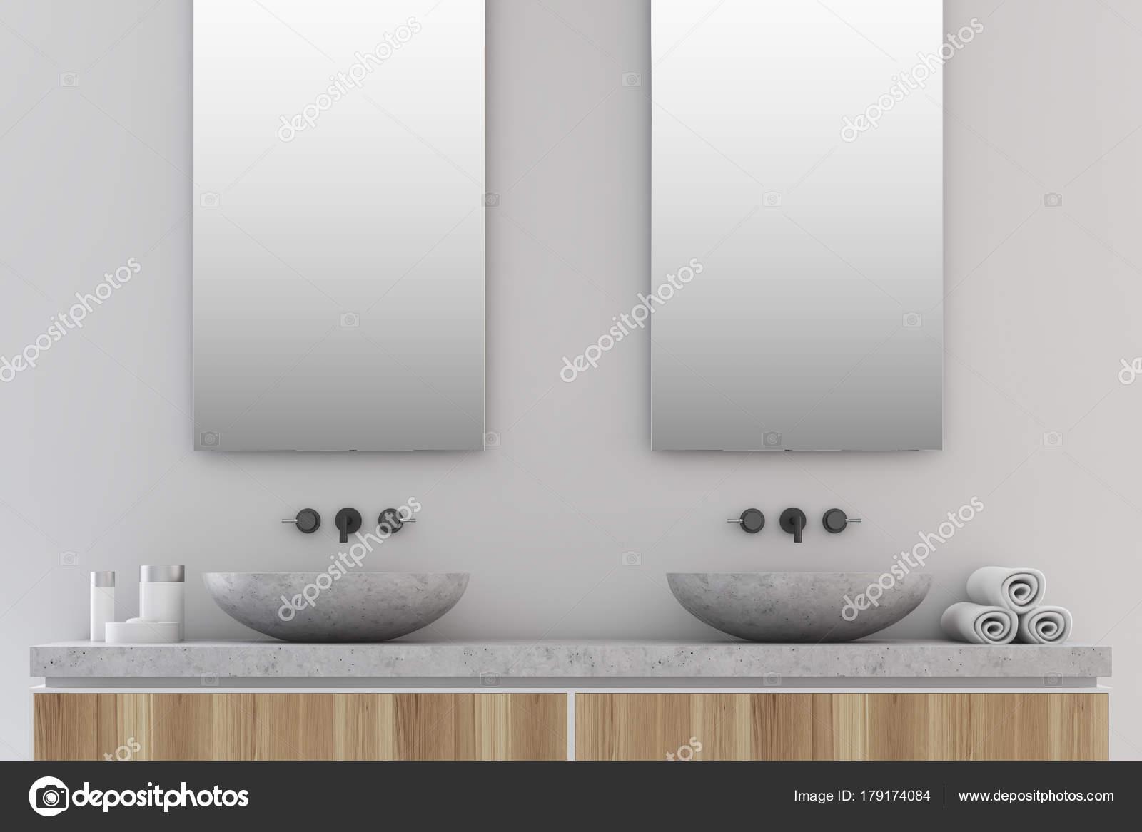 Grijze badkamer, dubbele wastafel — Stockfoto © denisismagilov ...