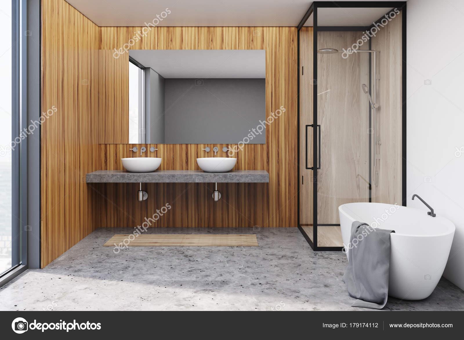 Houten badkamer spiegel u stockfoto denisismagilov