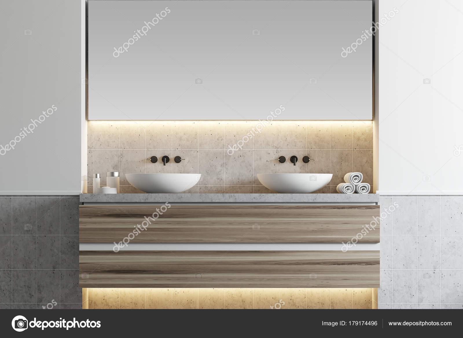 Bianco bagno doppio lavabo u foto stock denisismagilov