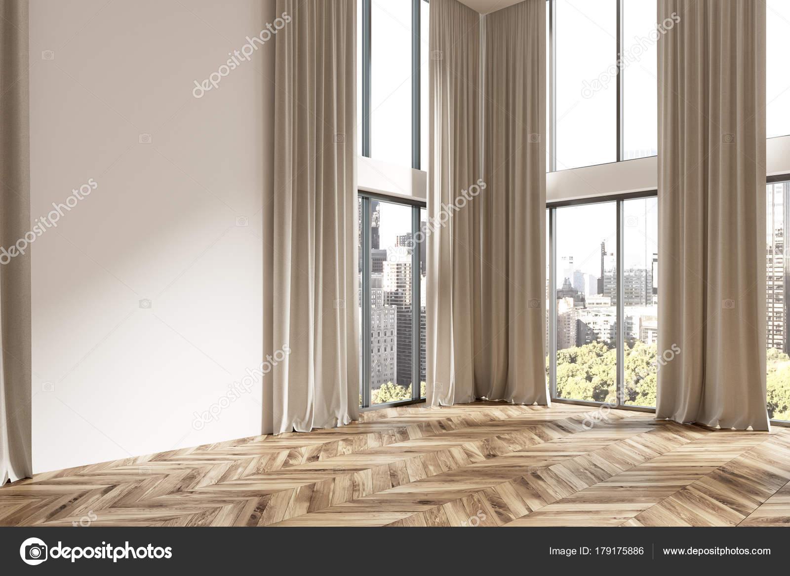 Lege witte kamer hoek, bruine gordijnen — Stockfoto © denisismagilov ...