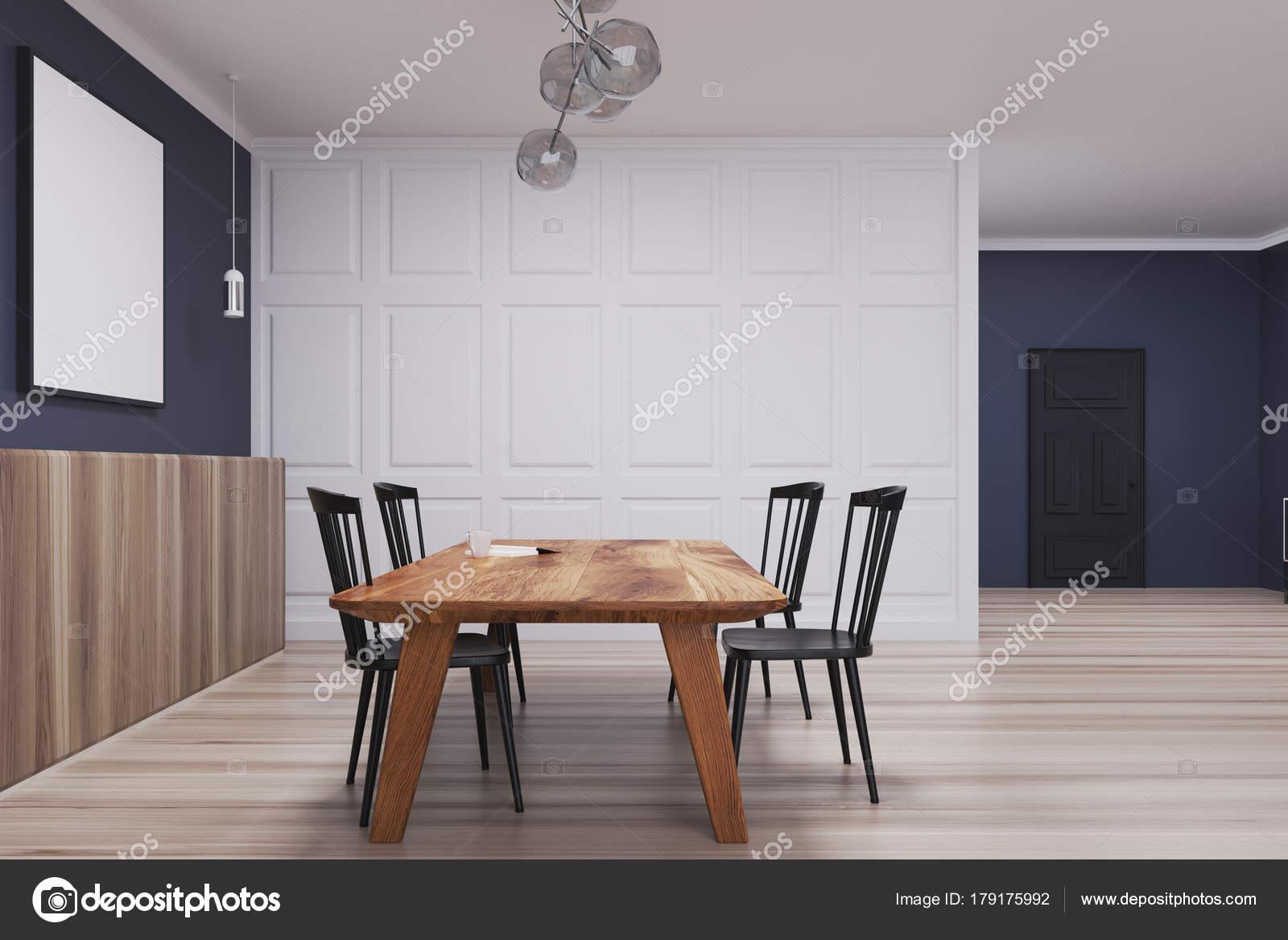 Blauwe en witte eetkamer, lange poster kant — Stockfoto ...