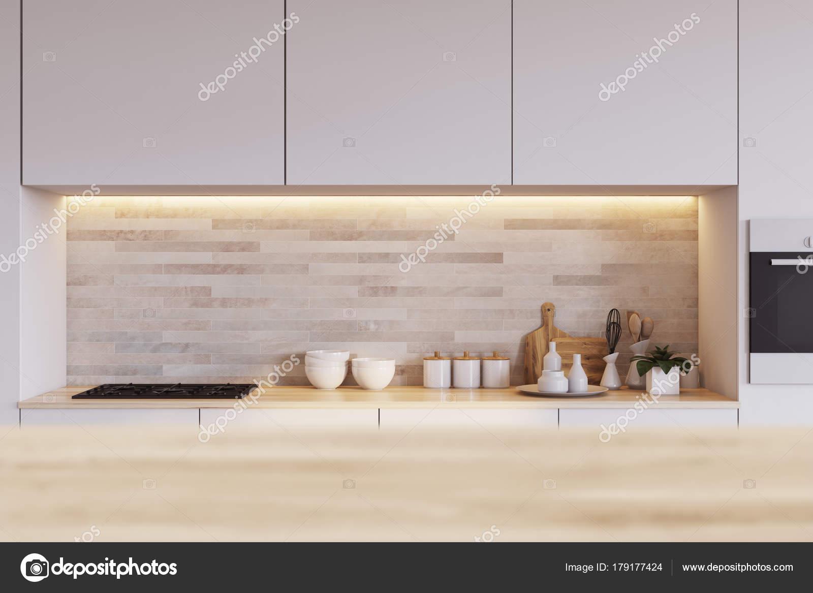 Geflieste Küche, Arbeitsplatte aus Holz — Stockfoto © denisismagilov ...