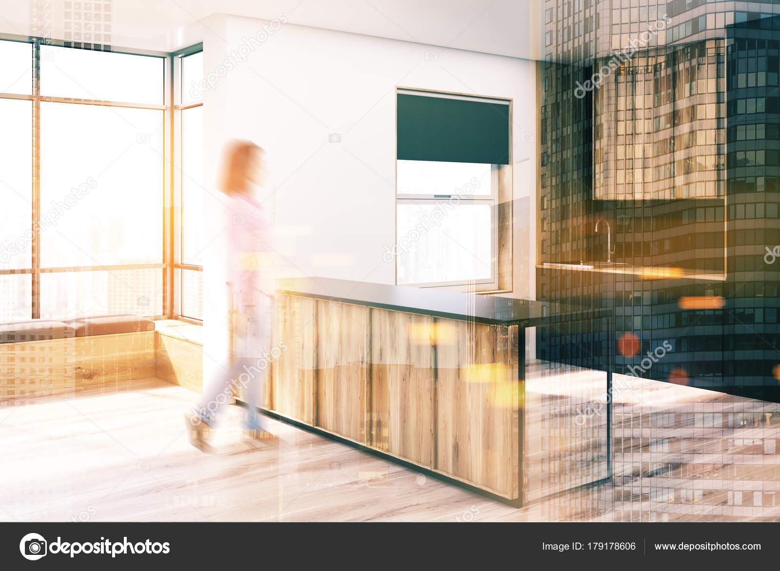 Angolo Cucina Nera E In Legno Bar Sfocatura Foto Stock