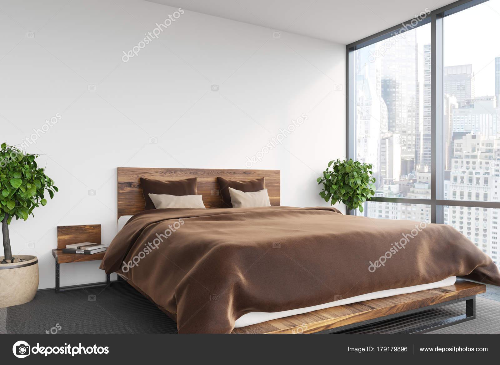 Slaapkamer Bruin Wit : Wit slaapkamer bruin pers bed u stockfoto denisismagilov