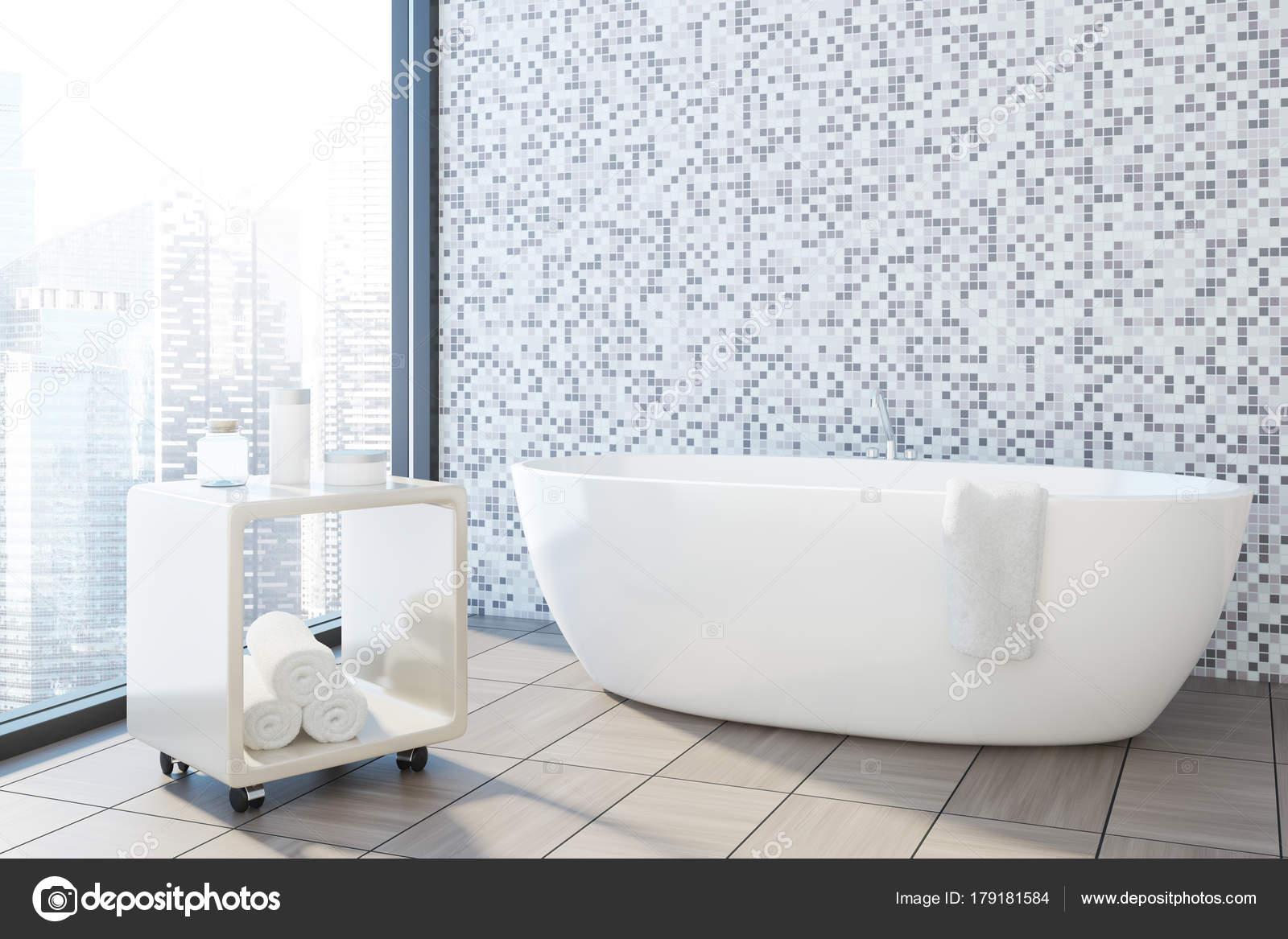 Grijze tegels badkamer hoek, witte tub — Stockfoto © denisismagilov ...