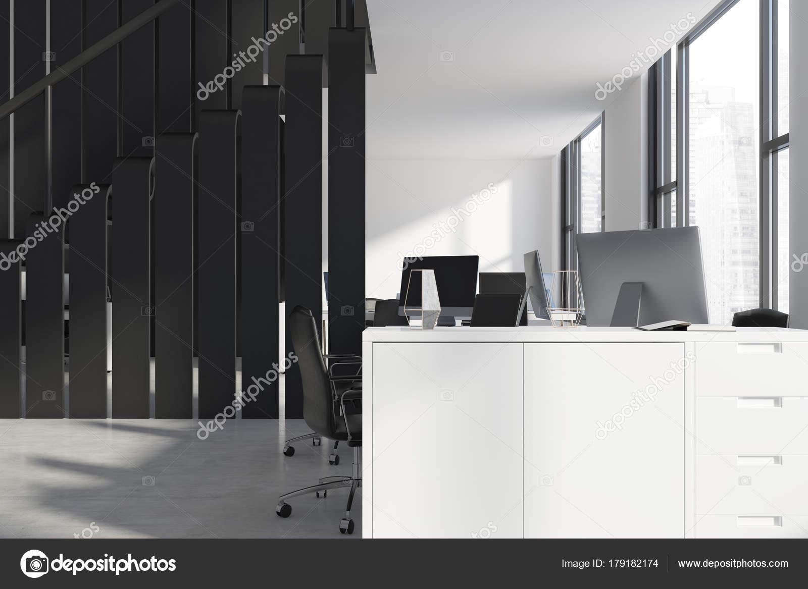 Intérieur de bureau blanc et noir u2014 photographie denisismagilov