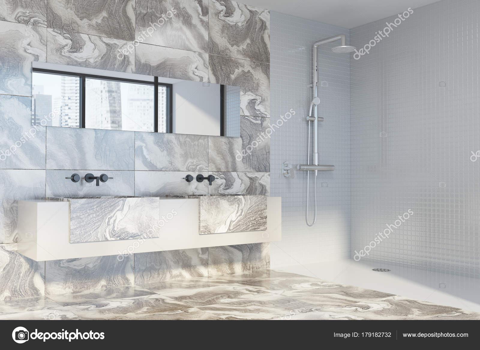 Weißer Marmor-Badezimmer, Dusche und Waschbecken — Stockfoto ...