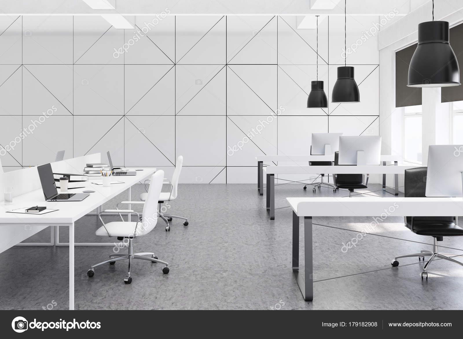 Blanc bureau espace ouvert plancher de béton u photographie