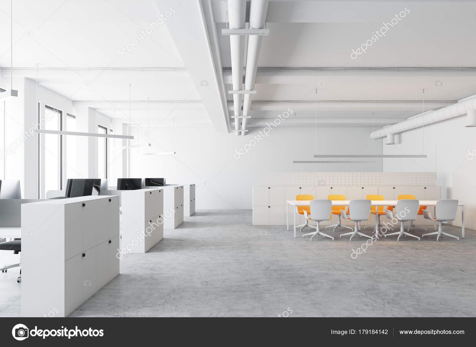 Sedie Ufficio Bianche : Bianche sedie gialle sala riunioni ufficio u2014 foto stock