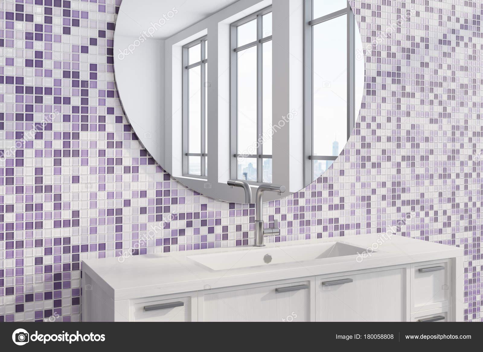 Lavandino del bagno piastrelle viola lato u2014 foto stock