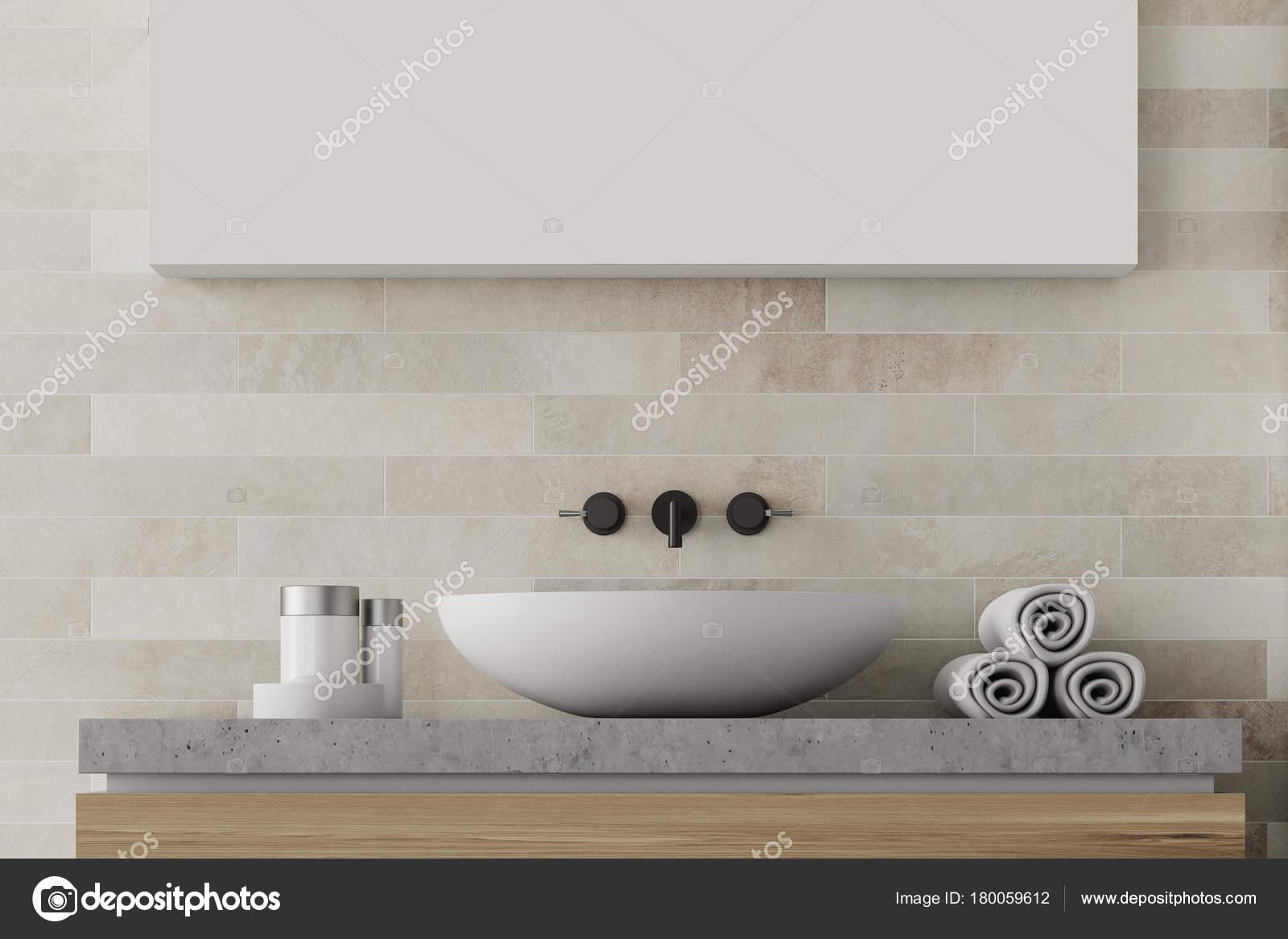 Witte Badkamer Wastafel : Witte bakstenen badkamer wastafel u stockfoto denisismagilov