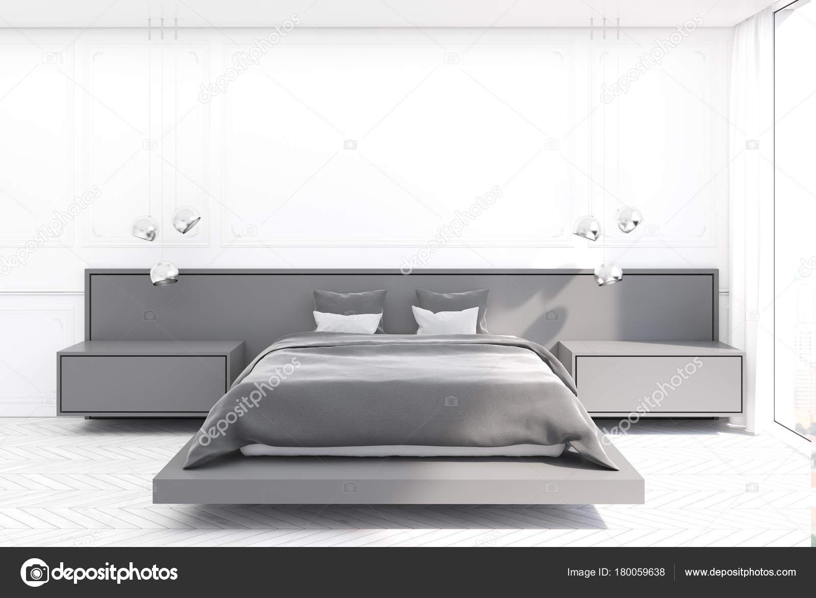 Lit chambre à coucher blanc, gris — Photographie ...
