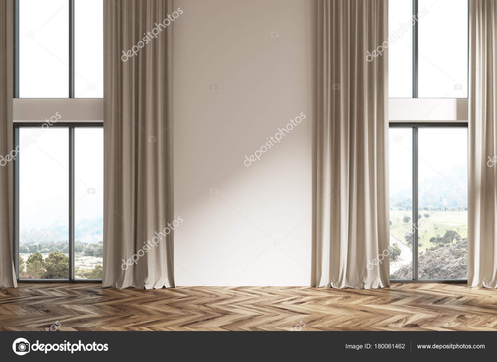 lege witte ruimte beige gordijnen stockfoto