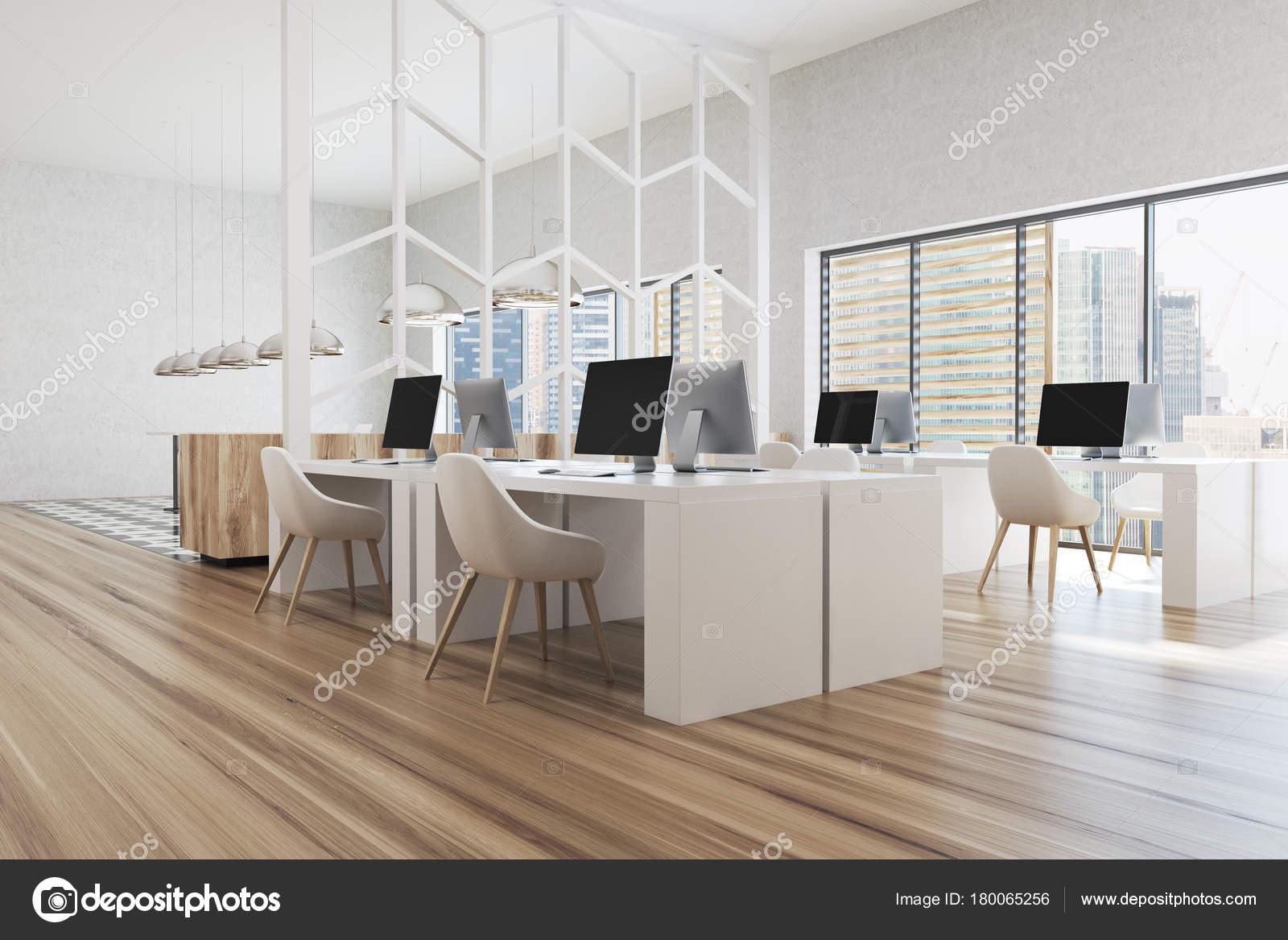 Moderne Weiße Büroecke Mit Weißen Wänden, Panoramafenster Und Weißen  Computertische. Ein Holzfußboden, Eine Seitenansicht. 3D Rendering Mock Up  U2014 Foto Von ...