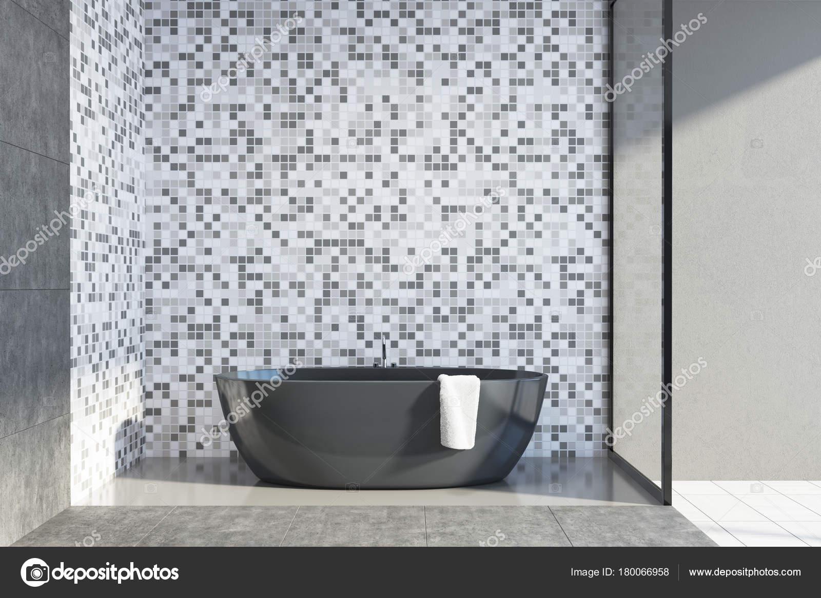 Vasca Da Lavare In Cemento : Cemento e piastrelle bagno vasca idromassaggio u foto stock