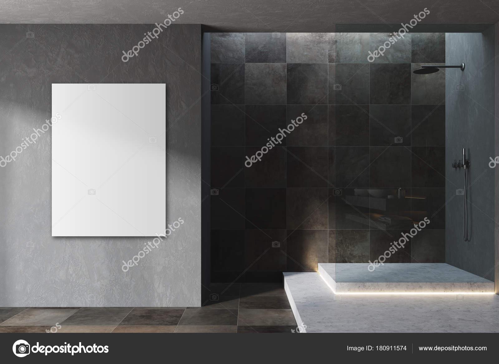 Zwart en betegelde badkamer interieur poster u stockfoto