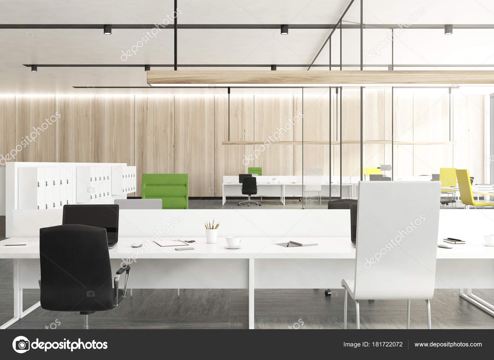 Hölzerne Büro mit Umkleide Schränke — Stockfoto © denisismagilov ...