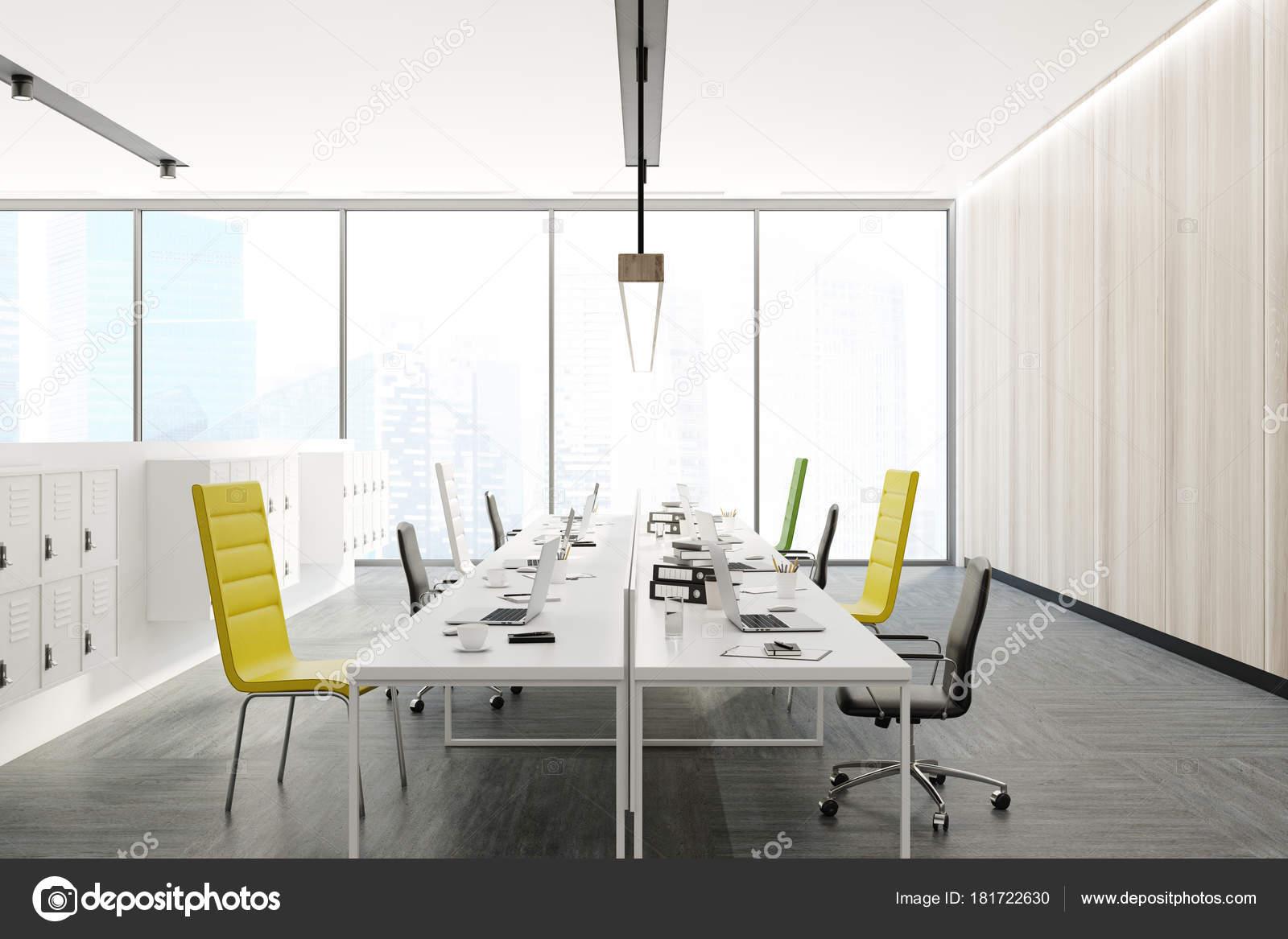 Bureau chaises jaune noir et vert u photographie denisismagilov