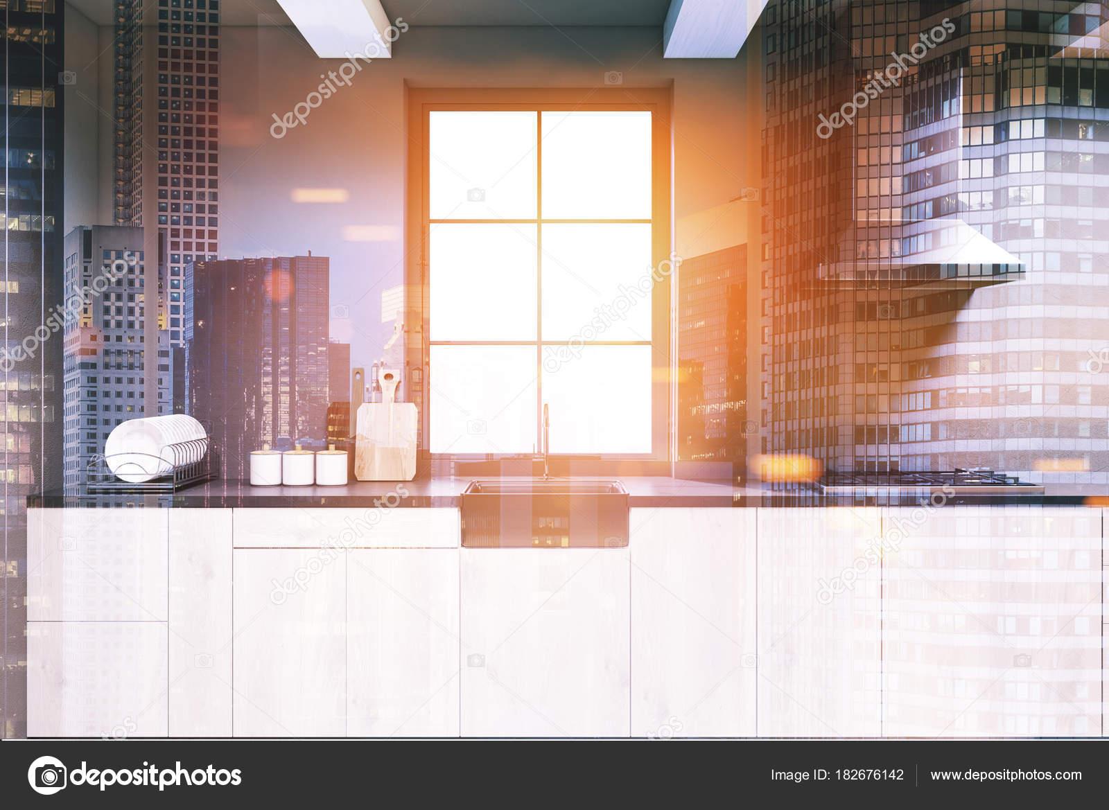 Dunkel grau Küche, aus Holz Arbeitsplatten getönt — Stockfoto ...