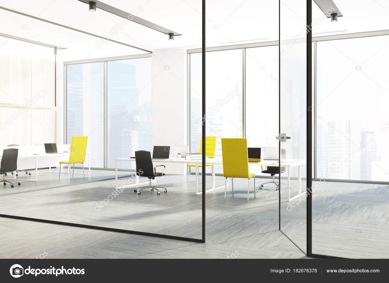Coin bureau chaises jaune et noir u photographie denisismagilov
